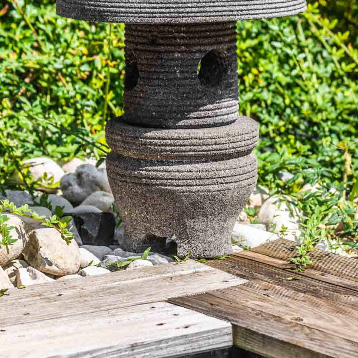 Lampe japonaise en pierre de lave naturel h 55 cm - Lanterne jardin ...