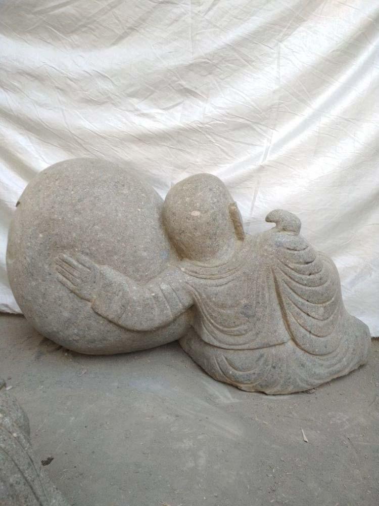 statue de jardin moine shaolin en pierre volcanique 95 cm. Black Bedroom Furniture Sets. Home Design Ideas