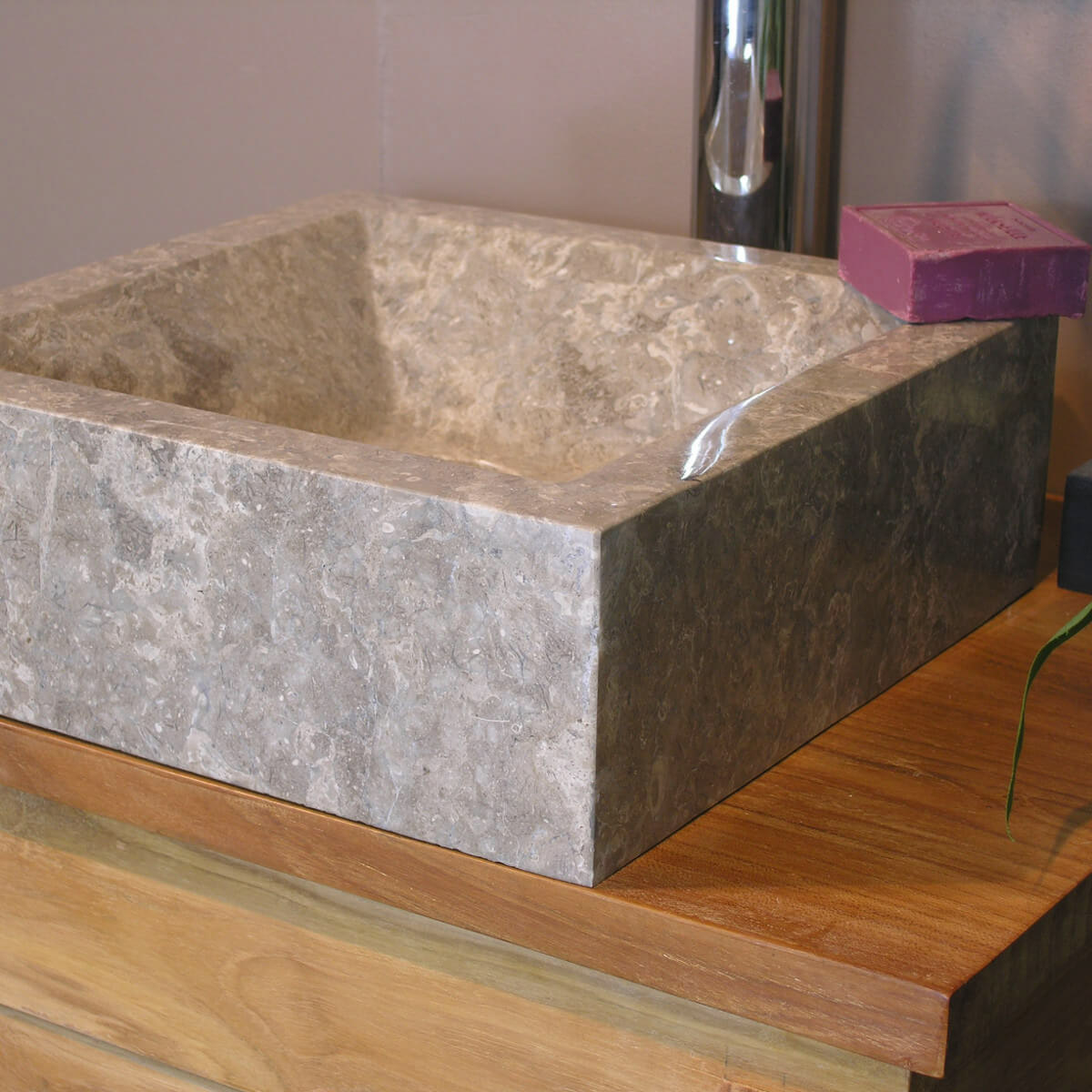 vasque poser en marbre alexandrie carr e grise taupe l 30 cm. Black Bedroom Furniture Sets. Home Design Ideas